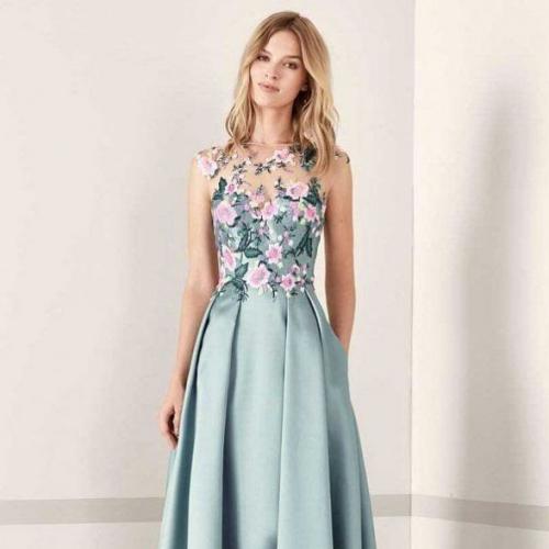 Фото 1 - Тонкости выбора платья для 11 класса