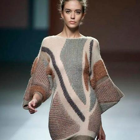 Фото 1 - Из какой ткани сшить теплое платье